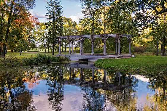 Лебяжий пруд в парке Александрия.jpg