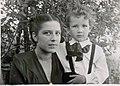 С Бэлза с мамой Зоей Константиновной 1947 год.jpeg