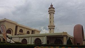 """מסגד קדאפי ב""""עיר העתיקה"""" של קמפלה.jpg"""