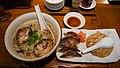 餃子と炒飯 一緒の皿 (8161267119).jpg