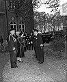 100 jaar KIM Den Helder bezoekdag koningin Juliana. De vorstin wordt voorgesteld, Bestanddeelnr 906-7886.jpg
