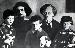 Anton Antonov-Ovseyenko - Anton Vladimirovich Antonov-Ovseyenko (in centre) as a child with his siblings and parents during their stay in Prague, Czechoslovakia.
