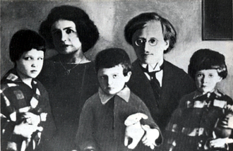 Anton Antonov-Ovseyenko - Anton Vladimirovich Antonov-Ovseyenko (in centre) as a child with his siblings and parents during their stay in Prague, Czechoslovakia.