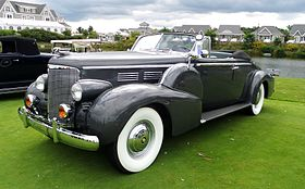 1938 Cadillac series 90 2-door convertible (15242778085).jpg