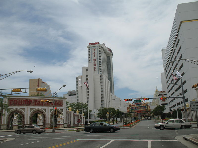 20060627 Trump Taj Mahal from Pacific Avenue.jpg
