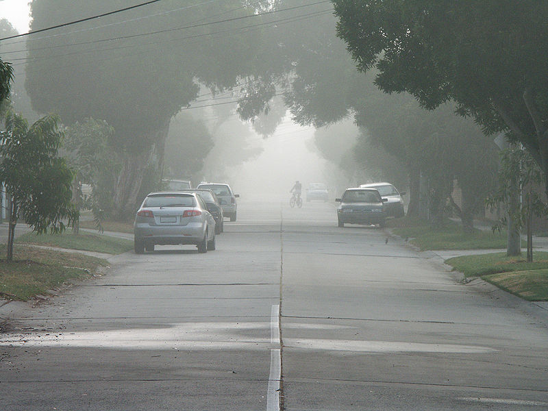 चित्र:20080313 Foggy Street.jpg
