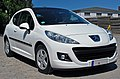 2010 Peugeot 207 Urban Move white 2dr view front right.jpg