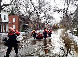 2017 in Canada - Rescuers working during the Quebec flooding on May 8.