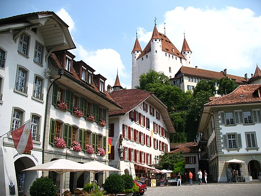 4197 - Thun - Schloss Thun over Rathausplatz