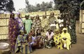 ASC Leiden - van Achterberg Collection - 1 - 077 - Groupe de 15 femmes mbororo en voiles colorés, membres de MBOSCUDA, auto-organisation - Bamenda, Cameroun - 6-12 février 1997.tif