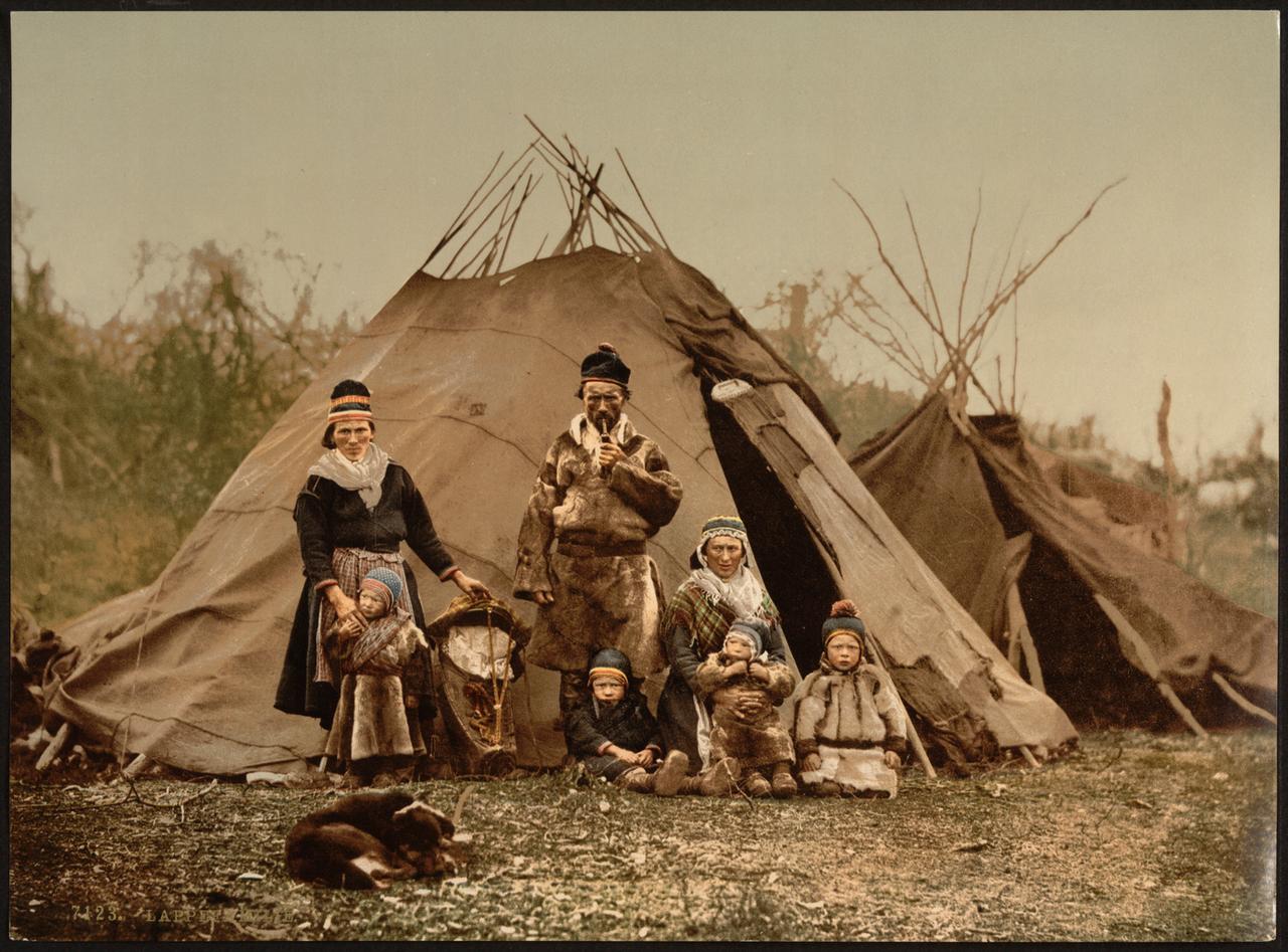 Une famille lapone en Norvège entre 1890-1900