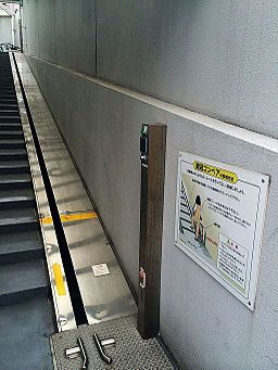 A bike escalator ?????? (14085413528)