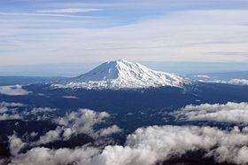 Vue aérienne depuis l'ouest du mont Adams.