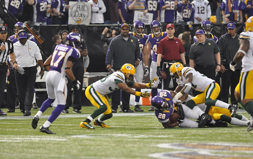 Adrian Peterson tackled 2012-12-30