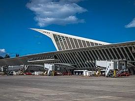 77588fc6e6 Aeropuerto de Bilbao - Wikipedia, la enciclopedia libre