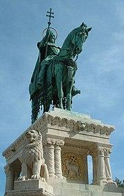 Szent István szobra a Szabadság híd budai hídfőjénél