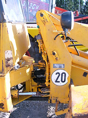 Loader (equipment) - Close-up of articulated steering apparatus