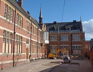 Greyfriars, Leicester - Image: Alderman Newton's Greyfriars School building, Leicester