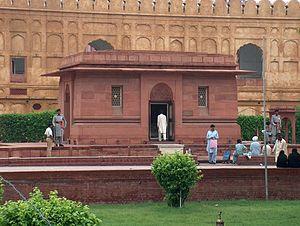 Tomb of Allama Iqbal - Image: Allama Iqbals Tomb East wall close up July 1 2005