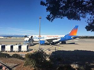 Monterey Regional Airport - Image: Allegiant Air A319 KMRY