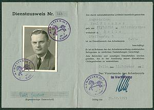 Amtsdokument Paul Fischer 1952 Angestellter Dienstausweis Nr. 163 Arbeitsamt Celle.jpg