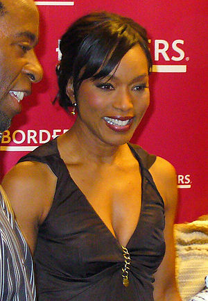 English: American actress Angela Bassett Franç...