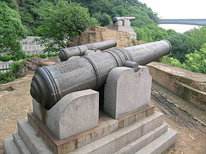 Battle of Zhenhai - Cannons at the monument of Zhenhai