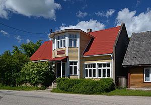 Puka, Estonia - Image: Apteek elamu Pukas Kesk 8