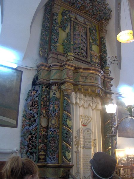File:Ark at Sfat synagogue.jpg