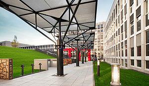 Trilux - Image: Außenanlage der TRILUX Akademie
