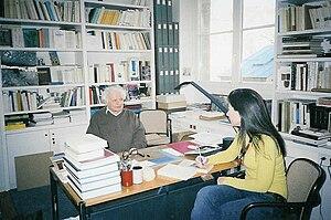 Yves Bonnefoy - Yves Bonnefoy, Collège de France, 2004 (with Joumana Haddad).