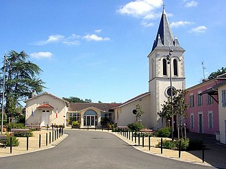 Bretagne-de-Marsan - Town hall and church