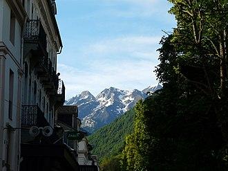 Haute-Garonne - Image: Bagnères de Luchon vue Pyrénées