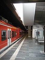 Bahnhof Hannover Flughafen • Bahnsteig, Blick nach Nordost.JPG