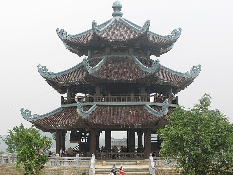 http://upload.wikimedia.org/wikipedia/commons/thumb/5/50/BaiDinh_GacChuong.JPG/800px-BaiDinh_GacChuong.JPG