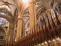 Barcelona catedral coro pilastri.jpg
