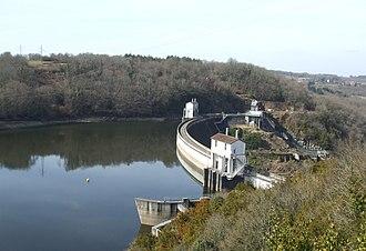 Lac de Chambon - Image: Barrage d'Éguzon (36) Crête rive droite 2