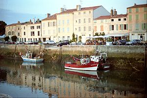 Bateaux de pêche le long du Quai Georges Clémenceau (1).jpg