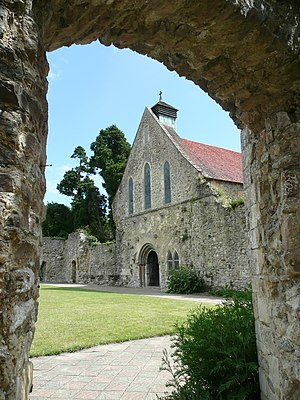 Beaulieu Abbey - The cloister and refectory of Beaulieu Abbey seen from the west range