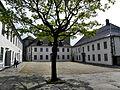 Bergenhus - Slottsgården fra Håkonshallens gavl.jpg