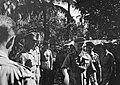 Bezoek aan Padang. Generaal Kruls en zijn gezelschap wordt door kolonel J.W. Sl, Bestanddeelnr 4816.jpg