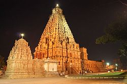 Big temple-Thabjavur at night.JPG