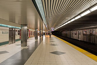 Bloor–Yonge station - Image: Bloor Yonge Platform 01