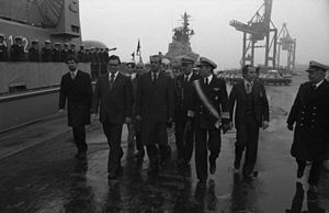 Günter Luther - Vice Admiral Luther, accompanying Spanish king Juan Carlos during the king's 1977 visit to German naval units at Bremerhaven