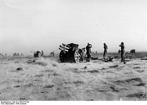 10.5 cm leFH 18 - LeFH 18 battery in firing position in North Africa, June 1942