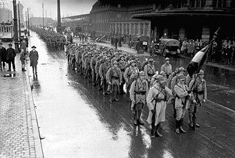 Französische Truppen beim Verlassen von Dortmund