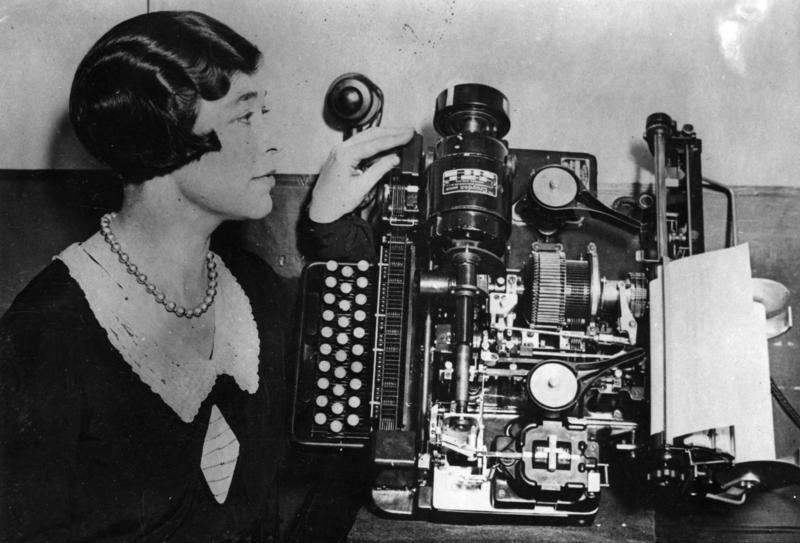 Bundesarchiv Bild 183-2008-0516-500, Fernschreibmaschine mit Telefonanschluss