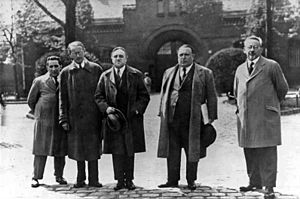 Weltbühne-Prozess -  Carl von Ossietzky before Berlin-Tegel prison, from the left: Kurt Grossmann, Rudolf Olden, Carl von Ossietzky, Alfred Apfel, Kurt Rosenfeld