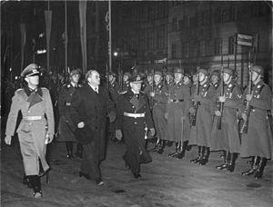 Oswald Pirow - Image: Bundesarchiv Bild 183 H15527, Berlin, Minister Pirow aus Südafrika, Verabschiedung
