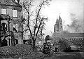Bundesarchiv Bild 183-S93432, Magdeburg, Marienkirche, Ruine, Lorenbahn - cropped.jpg